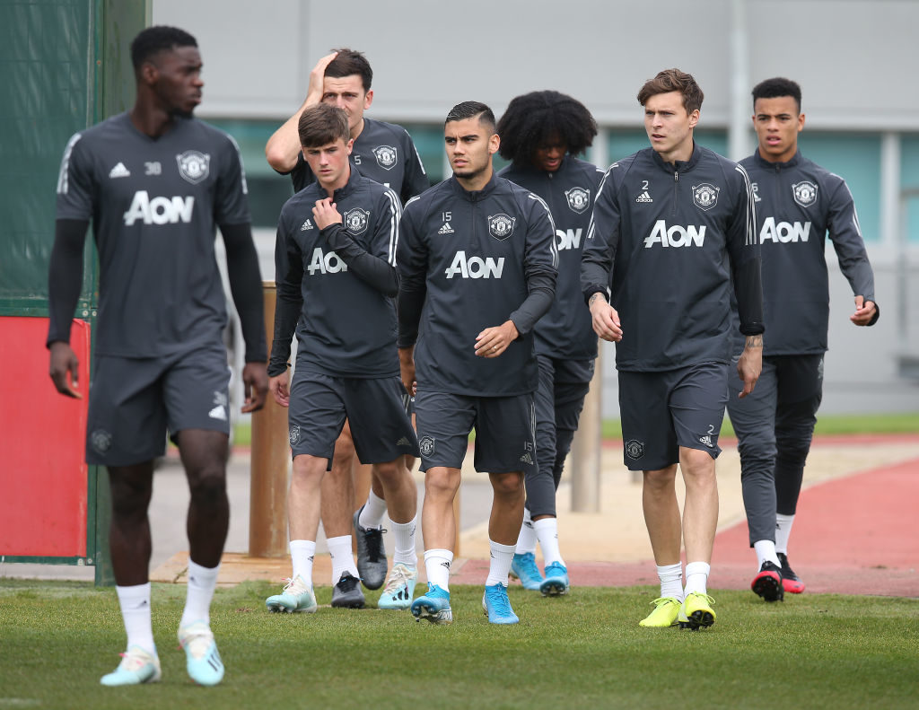 Exciting 16-year-old trains with Manchester United first team, among six youngsters
