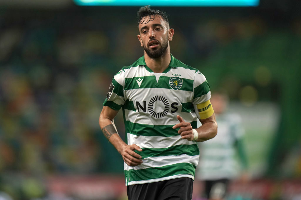 Manchester United confirm deal to sign Fernandes, new teammate reacts