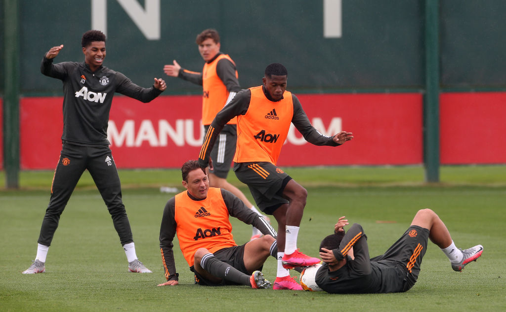 Scholes predicts players that are leaving United after Europa League class=